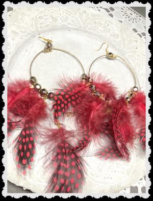 Stora röda fjäderörhängen